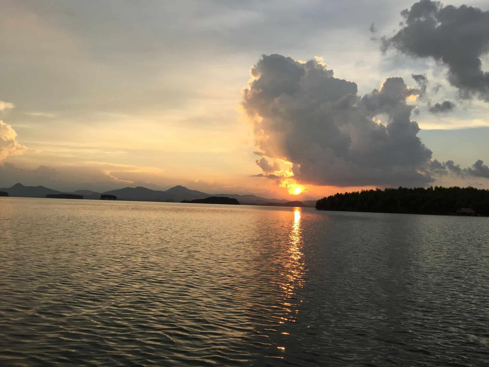 Lac-Thac-Ba-vietnam