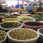 Un marché dans le vieux quartier d'hanoi
