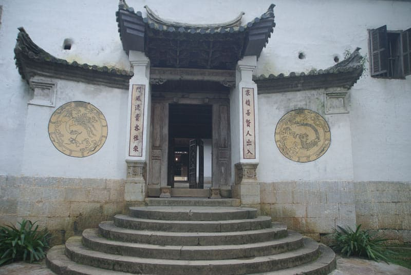 porte d'entrée du palais du roi Meo