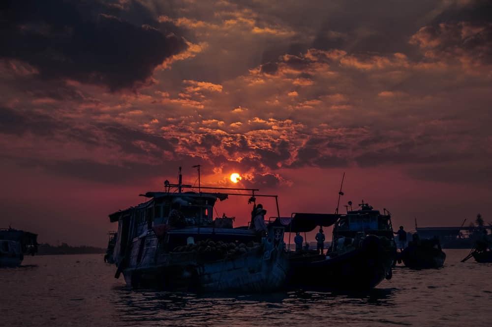 Le coucher du soleil sur le Mékong
