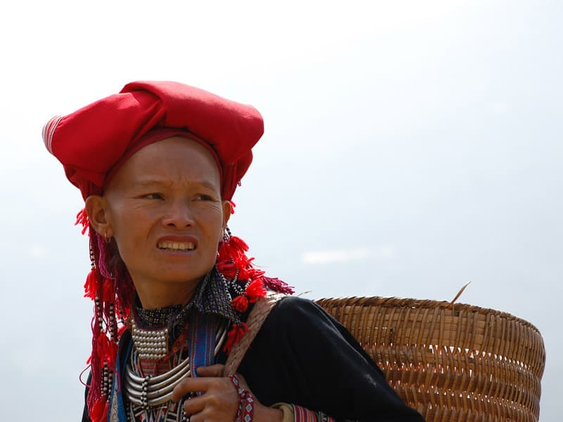 Une femme Dzao rouge