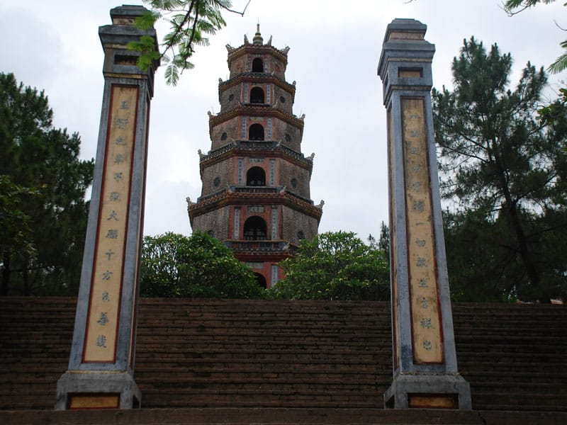 la tour octogonale phuoc duyen