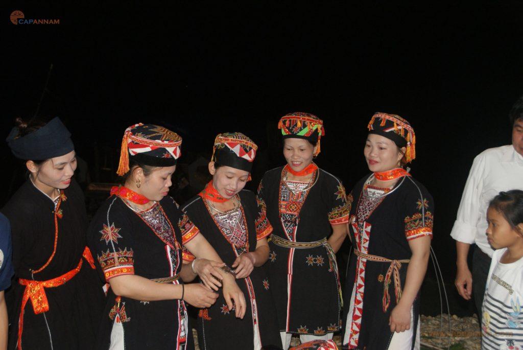 Voyage au vietnam en groupe d'ami