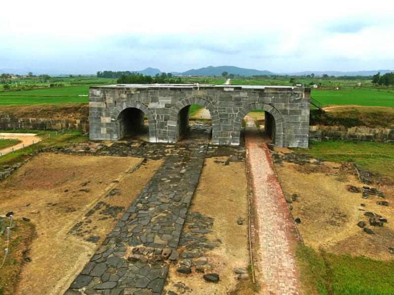 La citadelle de la dynastie des Ho