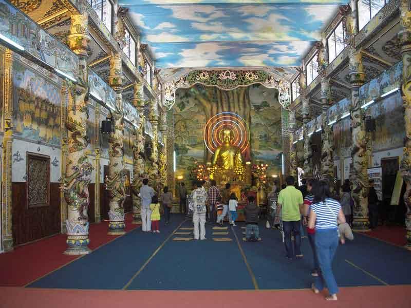 intérieur de la pagode Linh Phuoc