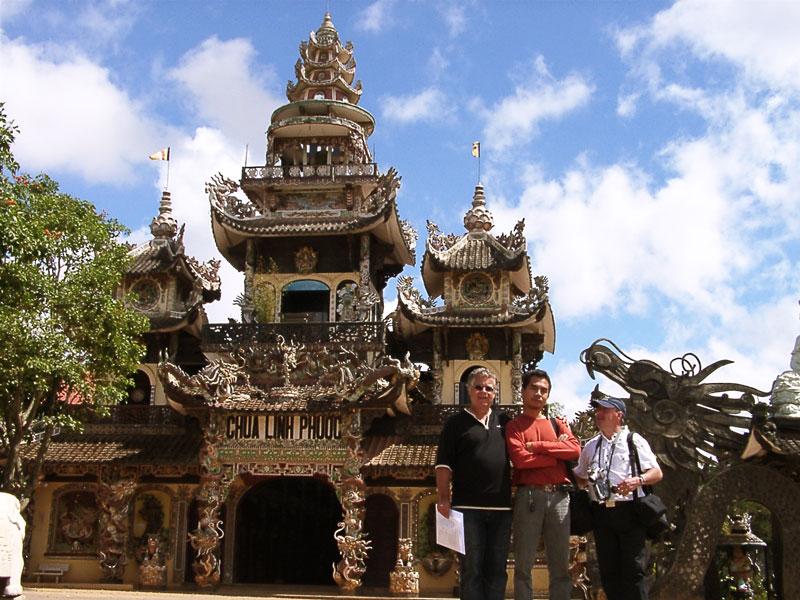 entrée de la pagode Linh Phuoc