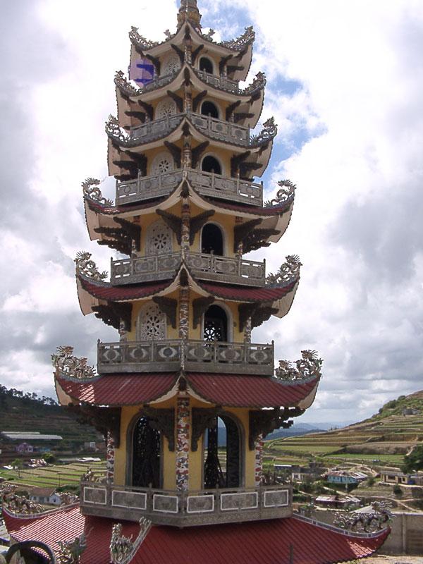La tour de la pagode Linh Phuoc Dalat