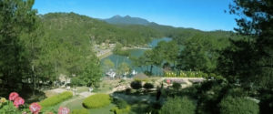 vue panoramique sur la vallée d'amour de Dalat