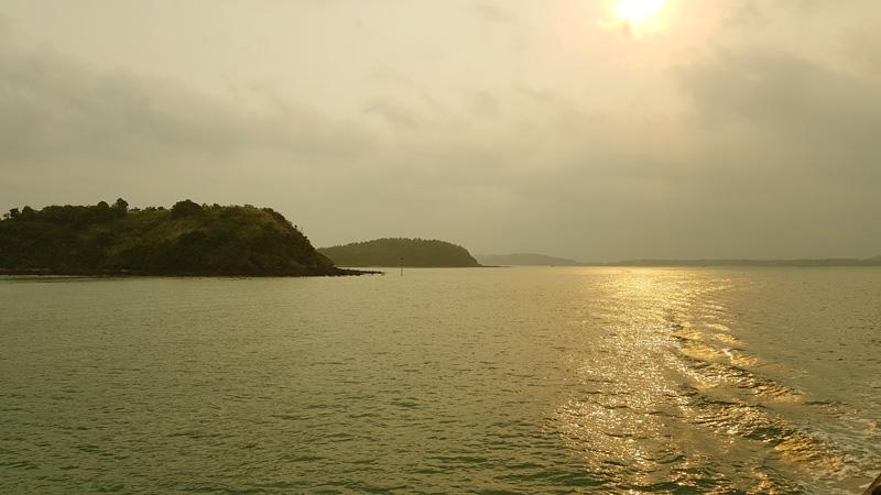 le coucher du soleil sur Quan Lan