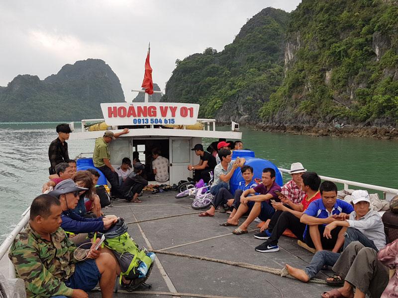 sur le bateau pour aller sủ l'ile Quan Lan