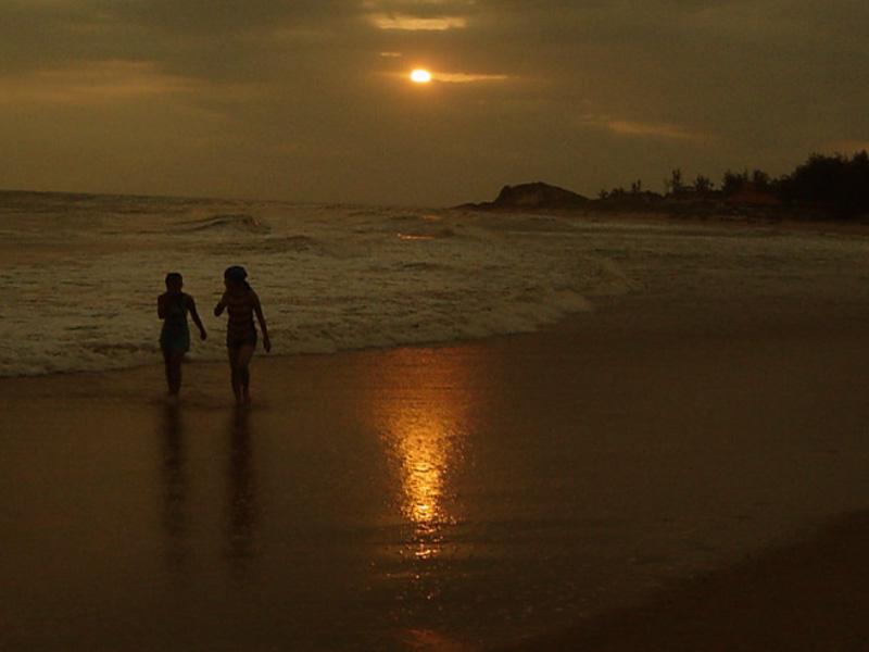 Le coucher du soleil sur la plage de Ninh Chu